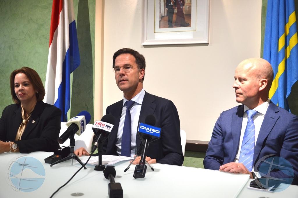 Prominentenan ta apela na Mark Rutte pa compasion pa nos islanan