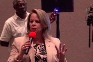 Wever: Retiro di 1500 ambtenaar no ta un di e exigencianan di Hulanda