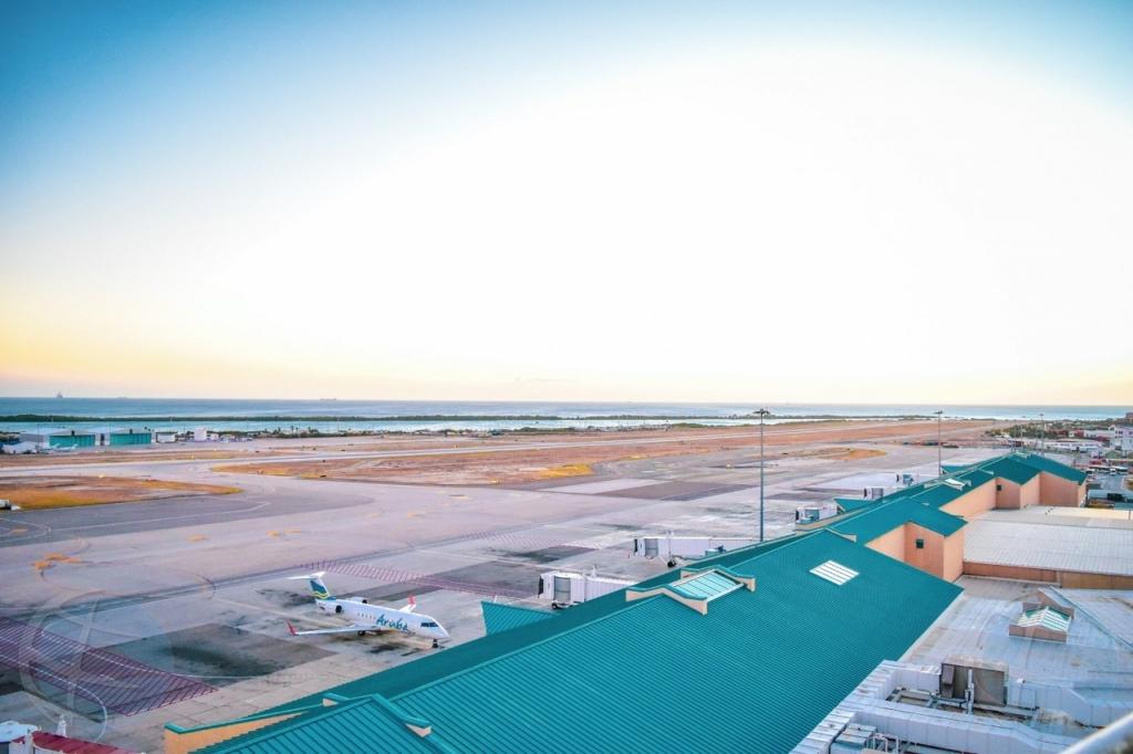 Aeropuerto di Aruba lo ricibi casi 4000 pasahero e weekend aki