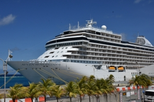 APA: Barco crucero Seven Seas Splendor ta 'lay up' na Aruba