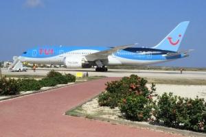 Pasaheronan riba avion cu a sinta banda di persona contamina, a bai den cuarentena na Boneiru