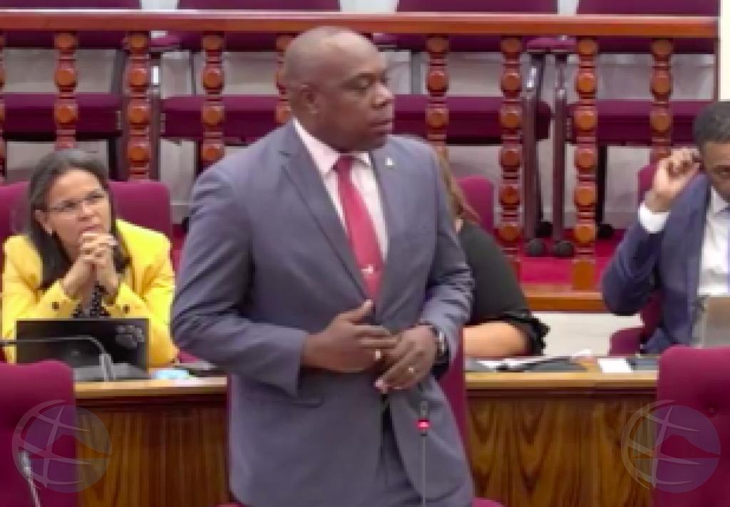 Howell: Of Minister Lopez ta retira, of ta manda gobierno cas