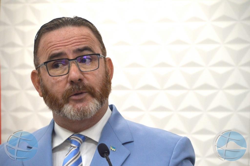 Minister Glenbert Croes a bay den cuarentena preventivo pa COVID-19