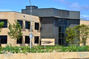Aruba Bank: Tur persona cu bishita sucursal di Camacuri, Hato y San Nicolas mester bisti mondkapje