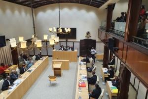Marilyn Moses dispuesto pa forma 11 den Parlamento otro siman na Corsou
