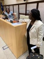 Marylin Moses a firma 'porfin' pa forma quorum pa reunion di Parlamento