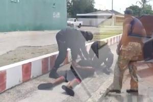 Arestatie Team a detene homber cu a menasa premier Rhuggenaath cu morto
