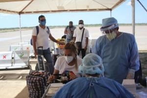 Pasaheronan di buelo humanitario a keda someti na control di COVID19 ora a yega Venezuela