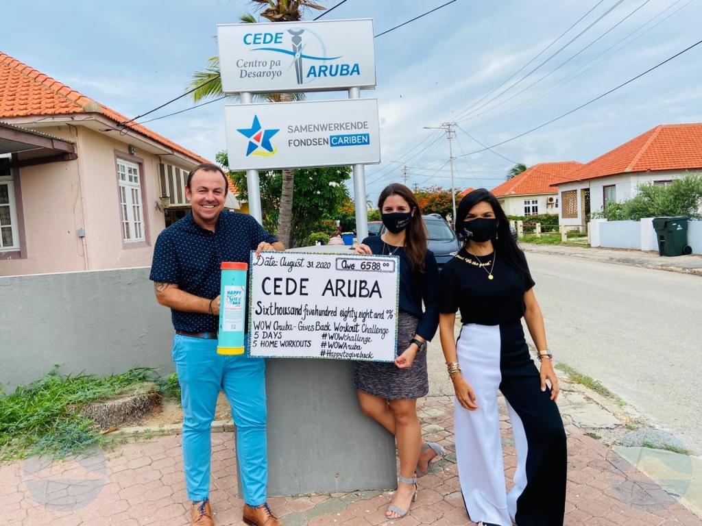 WOW Aruba cu donacion na 'Happy To Give Back'