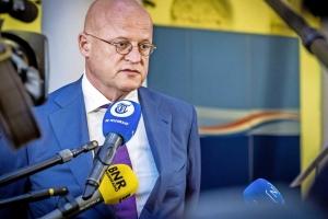 Minister di husticia Hulandes a haya multa pa violacion di regla di COVID19