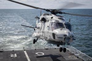 Restonan di helicopter cu a cay na Aruba a yega Hulanda