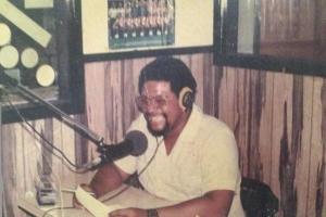 Lenny Denz ta celebra 45 aña den mundo di radio