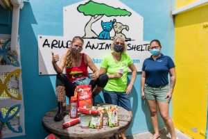 Aruba Bank a yuda Animal Shelter Foundation durante Drop-Off Day