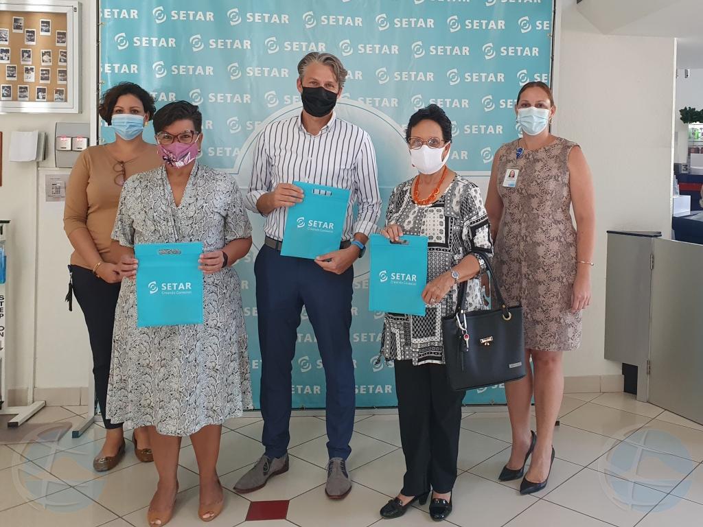 SETAR cu donacion pa luna di concientizacion di cancer na pecho