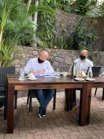 Secretario di estado Raymond Knops a bishita Saba