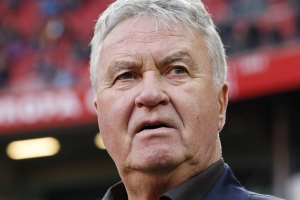 Despues di caso sumario, awor Guus Hiddink por bira coach na Corsou
