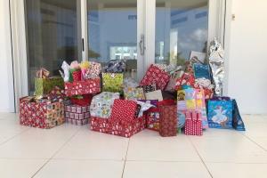 Piloto femenino local a organiza entrega di regalo pa esnan menos afortuna via Slachtoffer Hulp y FCVR