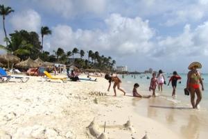 Den luna di December 2020 Aruba a ricibi 44% mas turista cu November