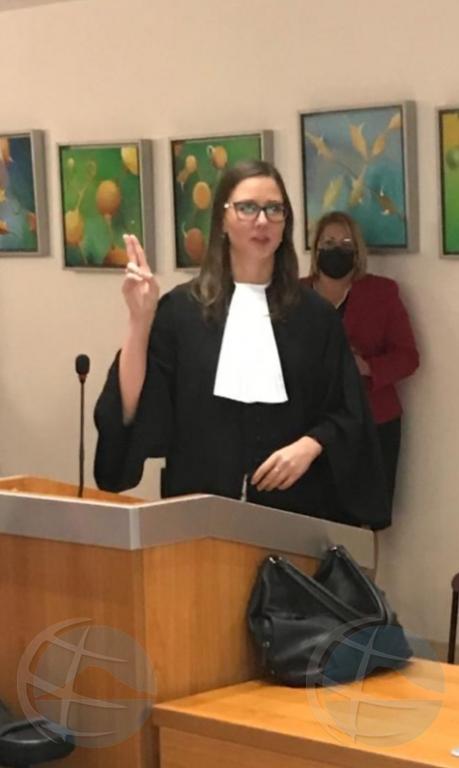 Petra Smit a huramenta como abogado y uni cu bufete DKLegal