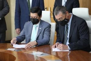 RdA y Eagle LNG a firma acuerdo pa desaroya facilidad di gas na Aruba