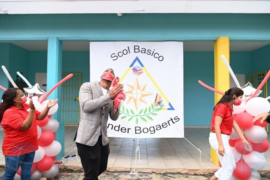Commandeur Pieter Boer School a bira Scol Basico Xander Bogaerts