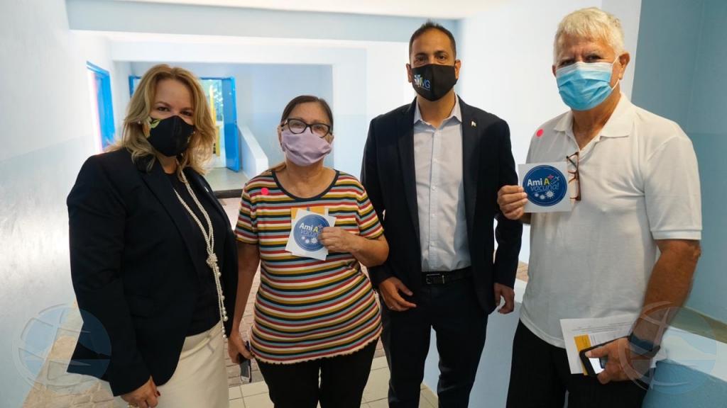 Wever-Croes: Nos grandinan contento di a ricibi e vacuna y satisfecho cu servicio