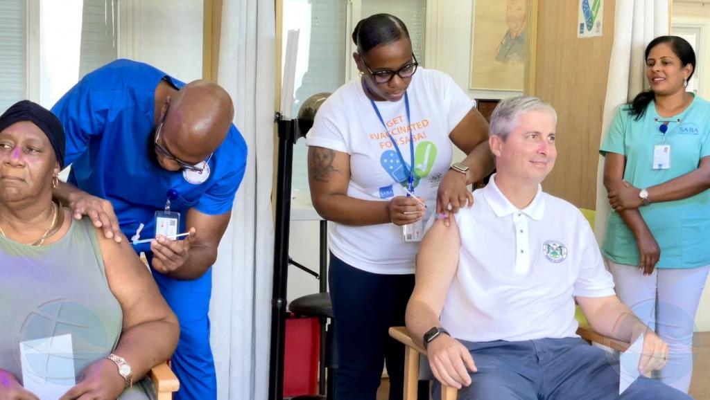 Den dos ora a vacuna 100 hende contra Covid19 na Saba