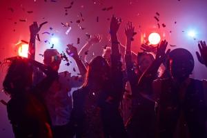 Polis mester a para varios fiesta ilegal den weekend