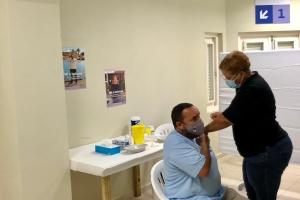 Gobernantenan di Bonaire tambe a vacuna awe contra Covid19