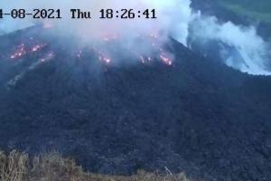 Volcan activo na St Vicent ta causa miles pa evacua