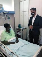 Minister demisionario di Corsou personalmente a gradici Aruba pa ayudo