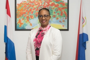 Premier di St Maarten a subi avion pa Hulanda pa bringa Knops pa haya ayudo di likides