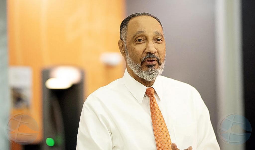 Fons Simon na Corsou: Banco di Caribe ta stabil i solido