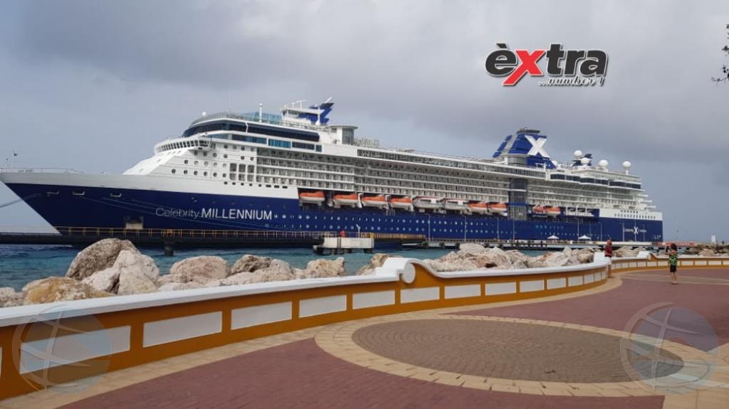 Bapor crucero Celebrity Millenium a yega Corsou