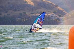 Sara Quita Offringa (Aruba) ta lidera Copa Mundial di Windsurfing na Israel