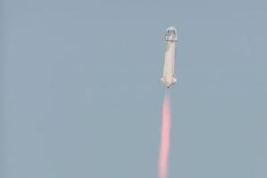 Biyonario Jeff Bezos a logra drenta espacio pa algun minuut cu su cohete