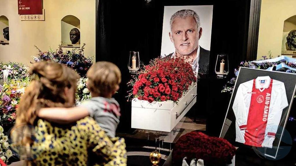 Filanan largo di hende pa tuma despedida di periodista Peter R. de Vries na Hulanda awe