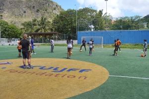 Coach di futbol di Aruba a yuda train hobenan na Saba