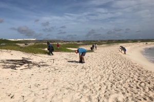 Iglesia New Life Tabernacle a organisa un beach clean-up