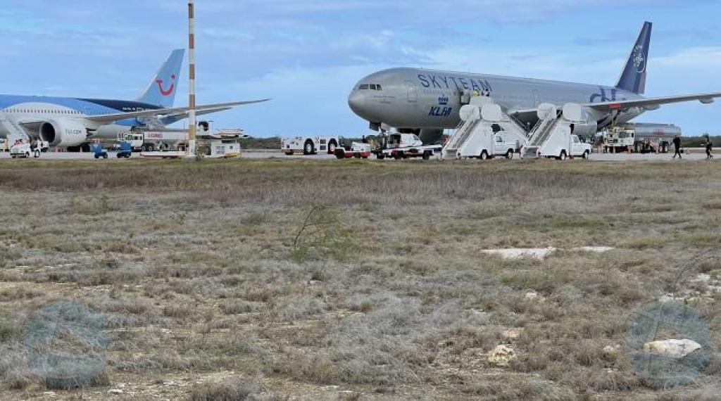 Aeroliñanan tin baratillo di pasashi for di Hulanda pa islanan ABC