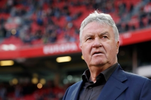 Guus Hiddink a informa federacion di futbol di Corsou cu e no ta sigui como nan entrenador
