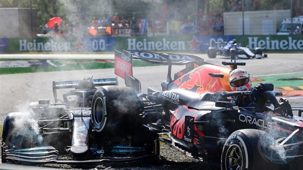 E coredor di auto Max Verstappen ta haya multa pa crash na Grand Prix di Italia