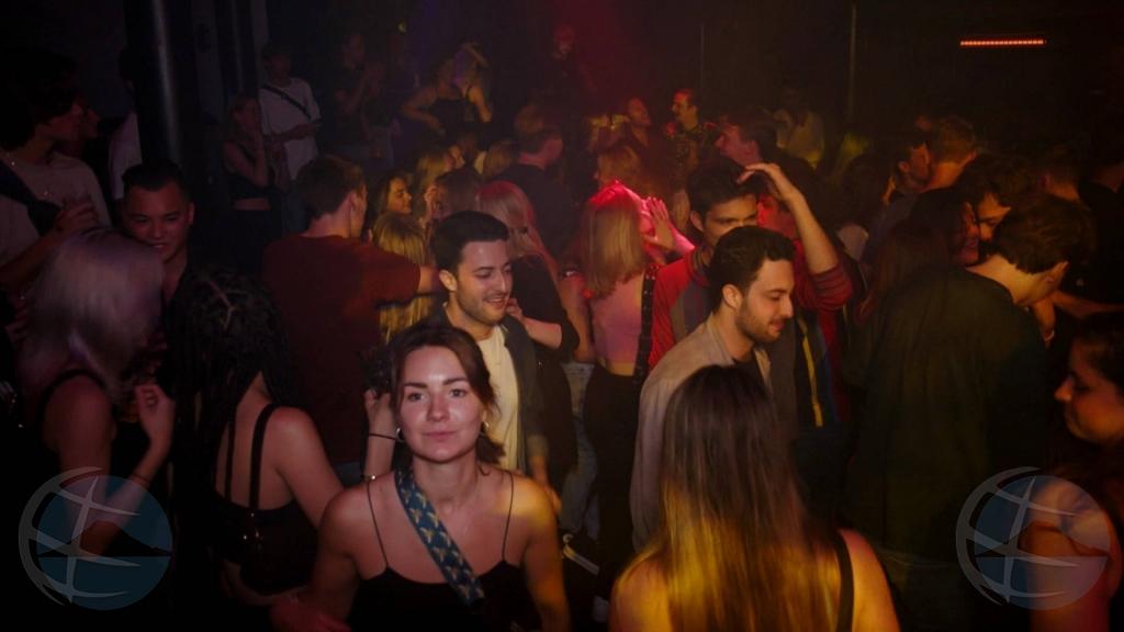 Na Hulanda, discoteca y clubnan nocturno ta haya suavisacion di regla di Covid fin di luna
