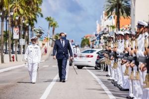 Bista fotografico di Gobernador di Aruba durante apertura Aña Parlamentario nobo