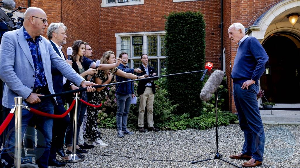 Combersacionan entre informador Remkes y partidonan VVD, D66 y CDA ta sigui otro siman