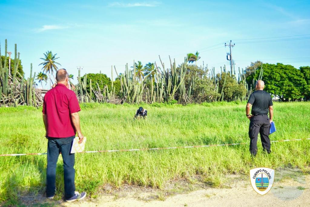 Aruba awor tin dos keurmeester oficial pa certifica K-9